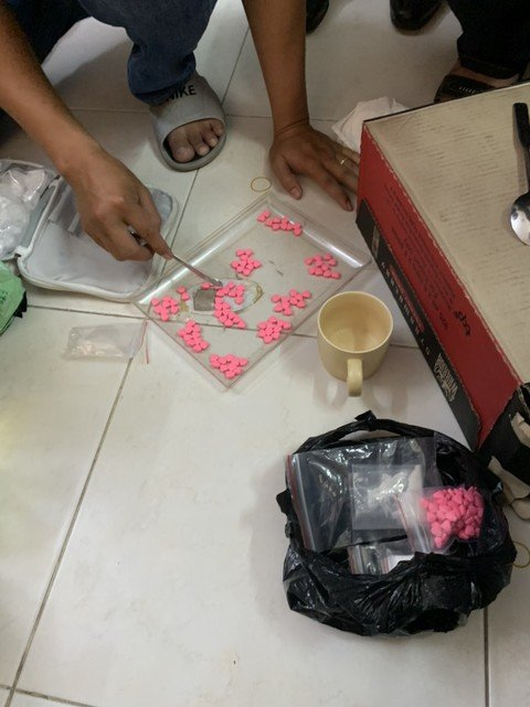 Bắt giữ người phụ nữ cùng tình trẻ lập đường dây buôn ma túy khủng ở Sài Gòn - Hình 1