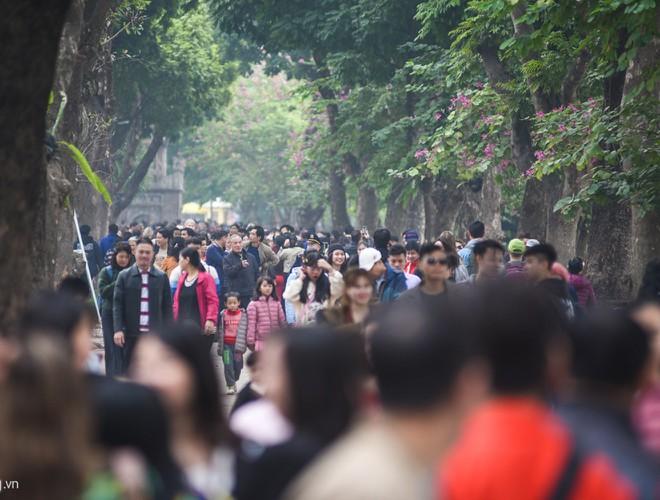 Khoảng khắc người dân Hà Nội, TP.HCM tưng bừng tận hưởng năm mới 2020 - Hình 1