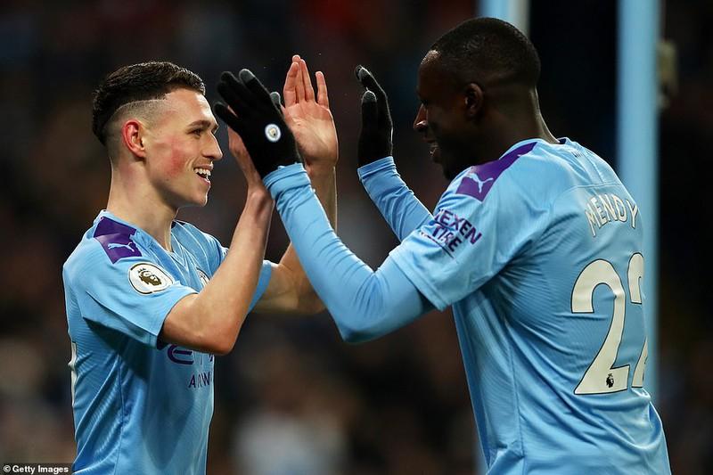 Man City thắng khó đầu năm, Chelsea mất điểm cuối trận - Hình 1
