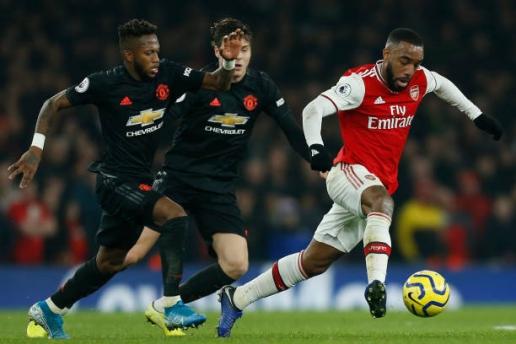 Phô diễn kỹ năng, Nicolas Pepe biến bom tấn của Man Utd thành gã hề trên sân - Hình 1