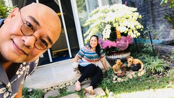 Đăng ảnh tình tứ bên tài tử Lê Tuấn Anh, NSND Hồng Vân tiết lộ mong ước giản dị của chồng - Hình 1