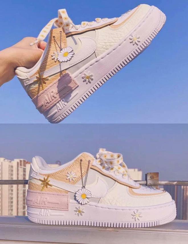 Dân tình săn tìm giày Nike trang trí hoa cúc giá từ 3,5 triệu đồng - Hình 3
