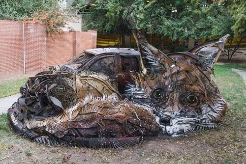 Ngắm loạt động vật khổng lồ, cực kỳ sinh động làm từ rác thải - Hình 1