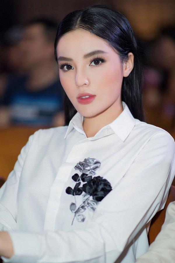 Nhìn lại hình cũ của Kỳ Duyên mới thấy, nhan sắc nàng Hậu năm 2019 thay đổi nhiều quá! - Hình 13