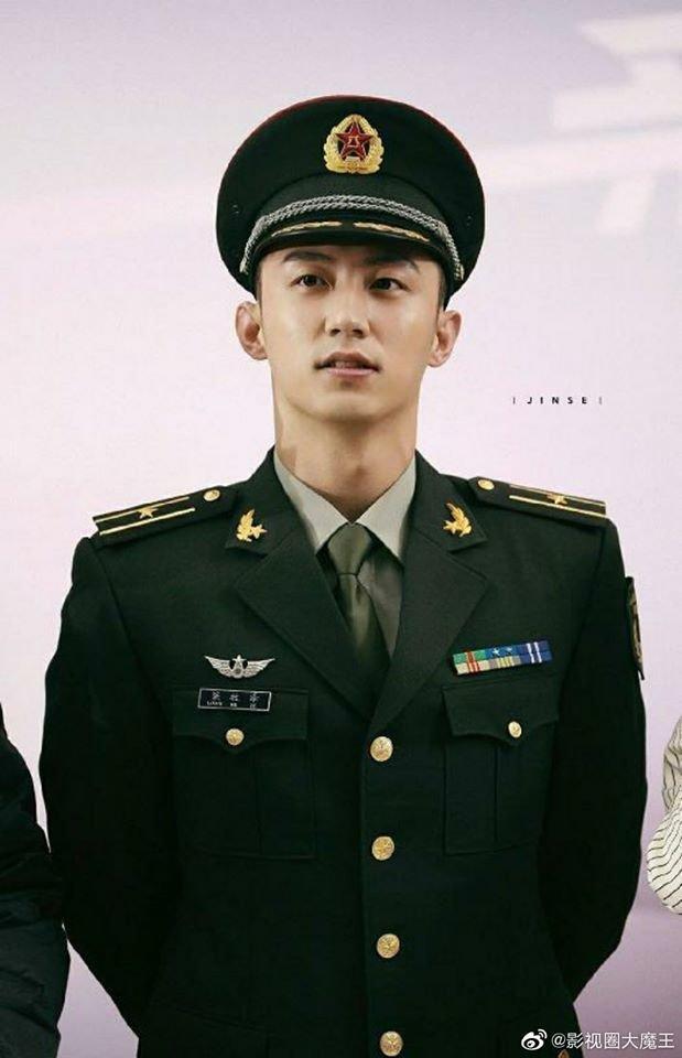 Quân trang thân yêu của Hoàng Cảnh Du, Lý Thấm khai máy: Dân mạng háo hức chờ Hậu duệ mặt trời bản Trung - Hình 9