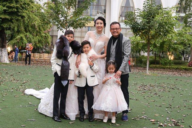 3 Hoa hậu giàu nhất VN: Biệt thự 100 tỷ của Hà Kiều Anh chưa bằng mỹ nhân có cung điện dát vàng - Hình 2