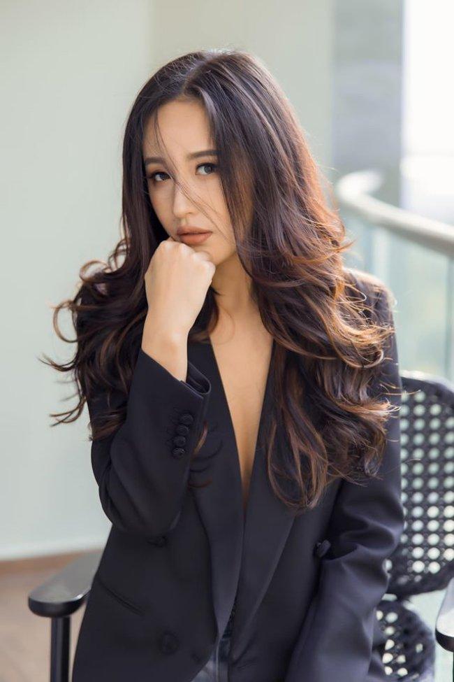 3 Hoa hậu giàu nhất VN: Biệt thự 100 tỷ của Hà Kiều Anh chưa bằng mỹ nhân có cung điện dát vàng - Hình 26