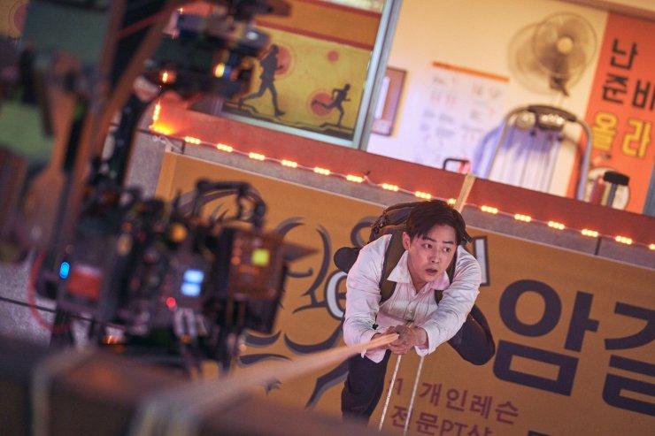Cặp đôi làm nên thành công Lối thoát trên không: Nam chính từng có quá khứ cơ cực, nữ chính là biểu tượng sắc đẹp của K-POP - Hình 1
