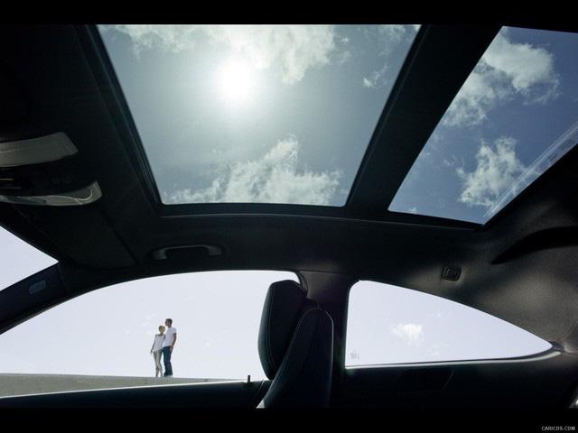 Mercedes-Benz triệu hồi 750.000 xe từ mọi phân khúc vì sợ... bay cửa sổ trời - Hình 1