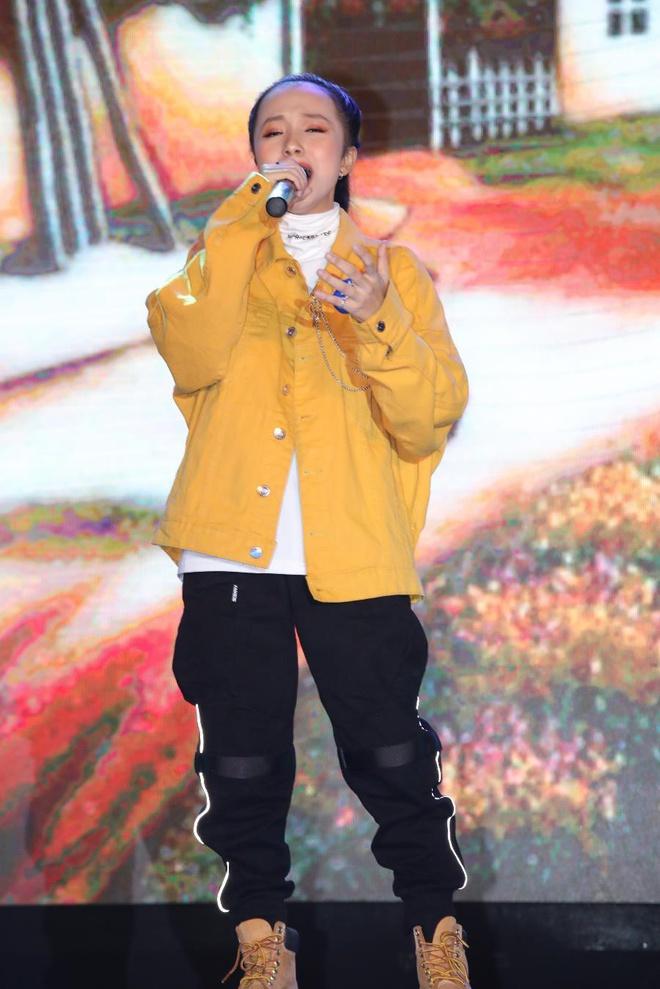 Nữ sinh hát giọng nam trầm tại Hutechs Talent 2020 - Hình 1
