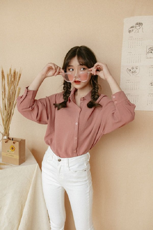 Khéo chọn áo sơ mi cách điệu, phong cách đi làm của chị em sẽ bớt nhàm chán hơn nhiều - Hình 18