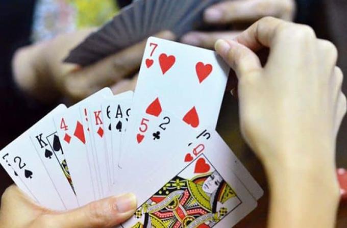 Mâu thuẫn khi đánh bài, một người bị đánh chấn thương sọ não - Hình 1