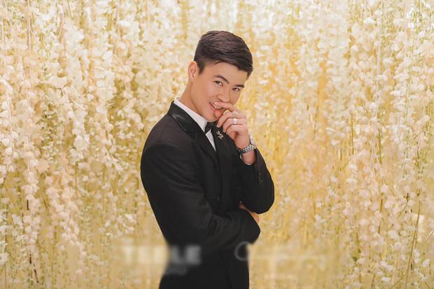 Chơi lớn như Duy Mạnh: Sương sương phụ kiện chụp ảnh cưới có giá trăm triệu, dự kiến hôn lễ sẽ hoành tráng lắm đây! - Hình 1