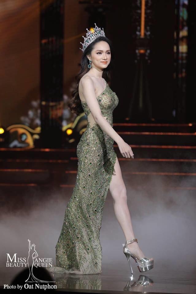 Hương Giang bất ngờ bị fan Philippines tố mặc váy nhái của Catriona Gray, fan Việt quyết bảo vệ đến cùng - Hình 4