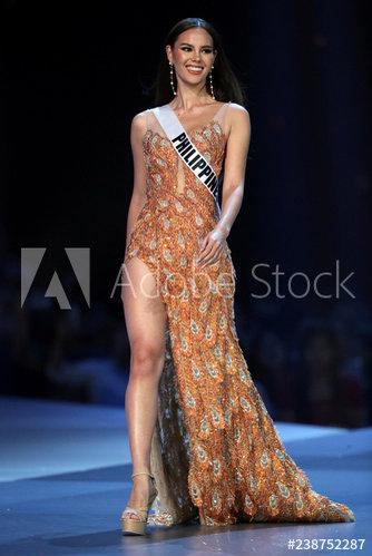 Hương Giang bất ngờ bị fan Philippines tố mặc váy nhái của Catriona Gray, fan Việt quyết bảo vệ đến cùng - Hình 8