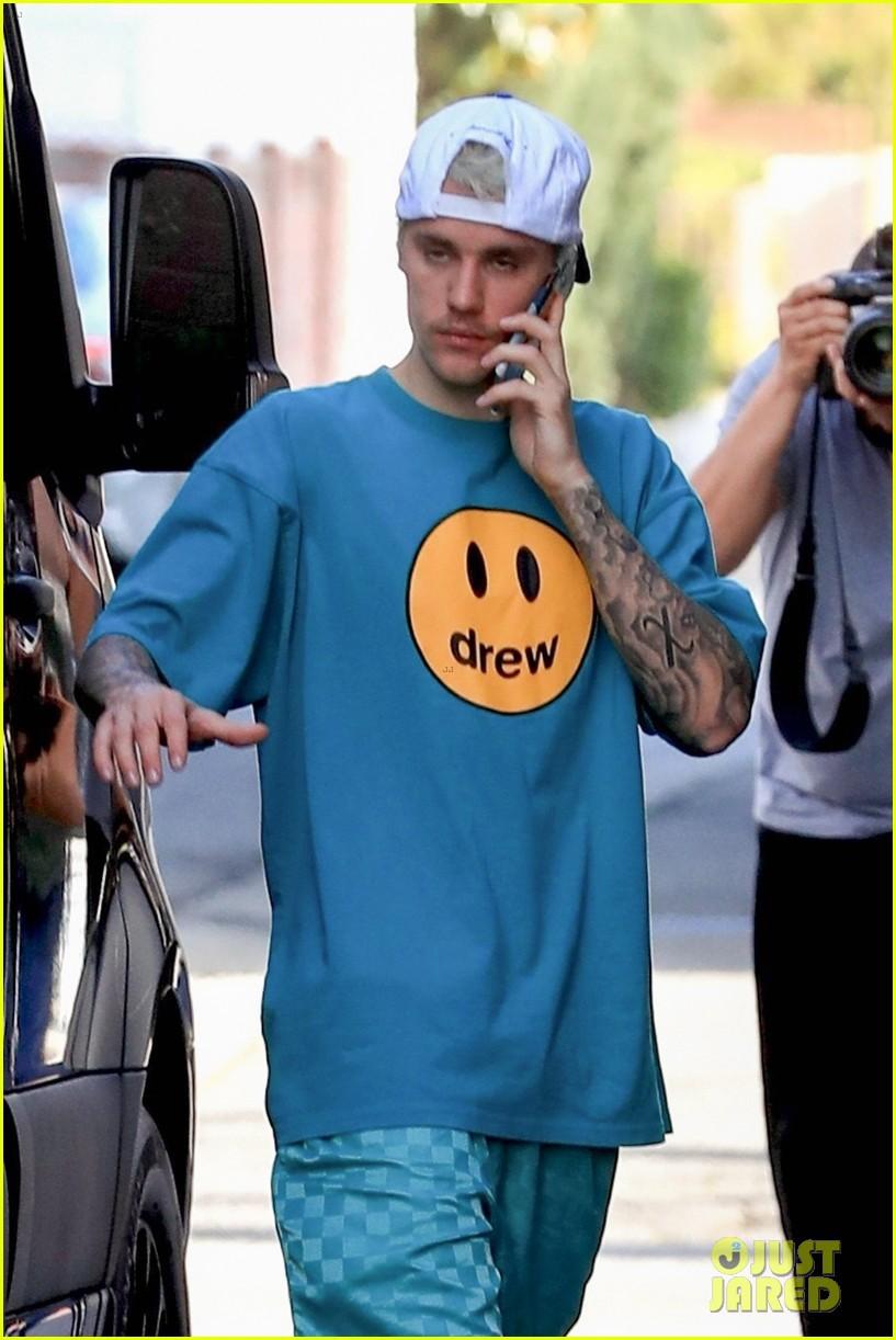 Justin Bieber căng thẳng ra phố cùng vợ sau khi thừa nhận mắc bệnh Lyme - Hình 1