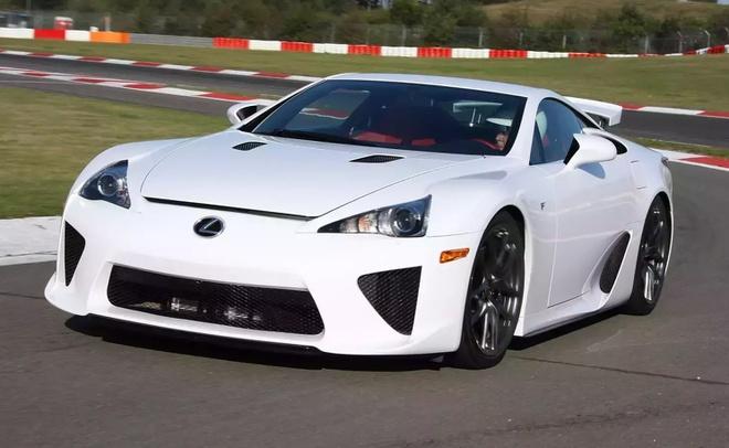 Lexus bán xe không còn sản xuất 8 năm, thu về cả triệu USD - Hình 1