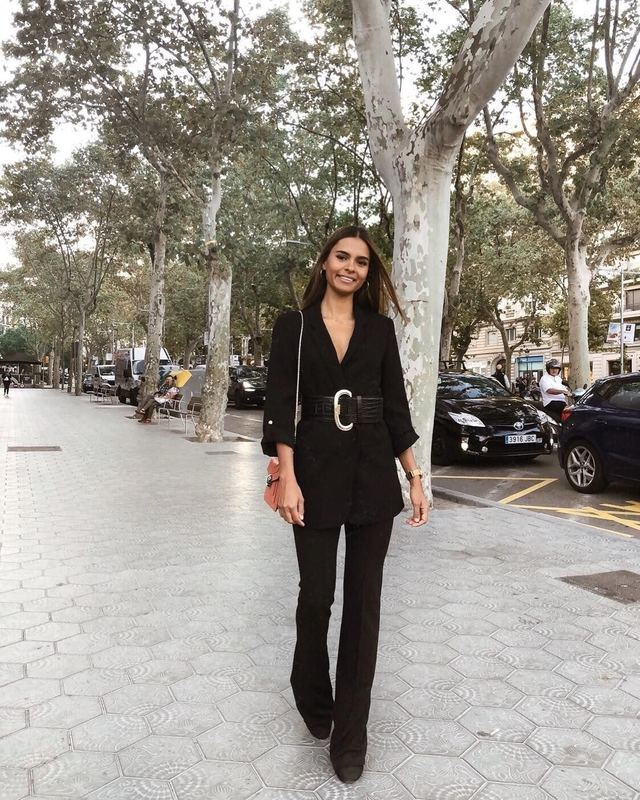 Nàng blogger da ngăm có 3 item ruột giúp cô luôn ăn vận sang xịn và thanh lịch hết sức - Hình 18