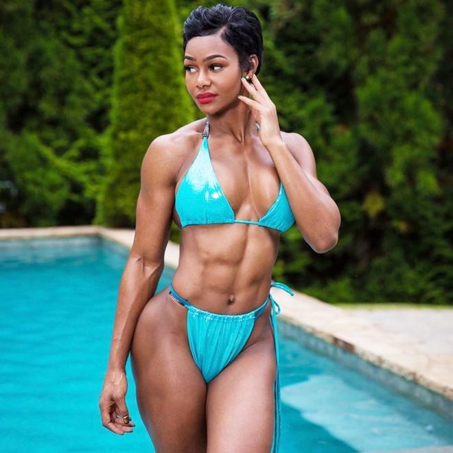 Nữ người mẫu có cơ bụng 6 múi nhờ đam mê tập gym - Hình 1