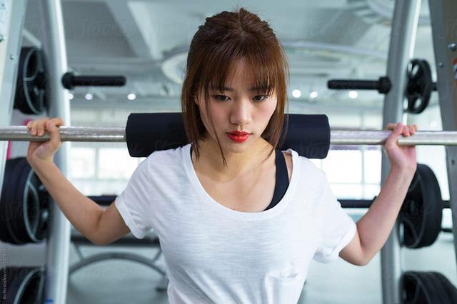 Lót dạ bằng loại sinh tố này trước khi đến phòng tập gym, tốc độ đốt mỡ giảm cân của chị em sẽ được gia tăng đáng kể - Hình 1