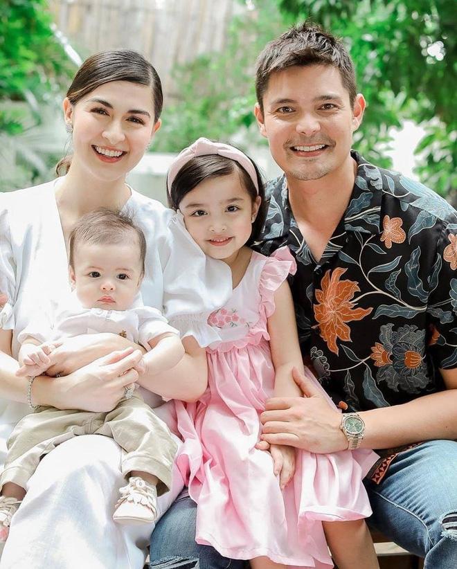 """Mỹ nhân đẹp nhất Philippines khoe ảnh gia đình """"sốc visual"""", bé Zia chiếm  trọn spotlight: Xinh thế này bảo sao cát xê khủng hơn cả mẹ - Sao châu Á -"""
