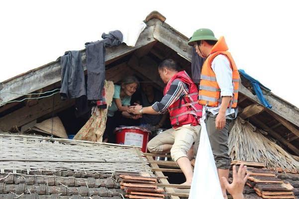 Chàng trai gây tranh cãi với quan điểm: Đừng tặng mì tôm nữa giữa cuộc chiến vượt qua bão lũ ở miền Trung - Hình 6