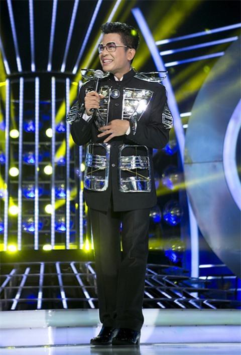 Hot: Xôn xao clip MC Thanh Bạch mặc đồ xuyên thấu diêm dúa, nhảy nhót tại sân bay - Hình 9