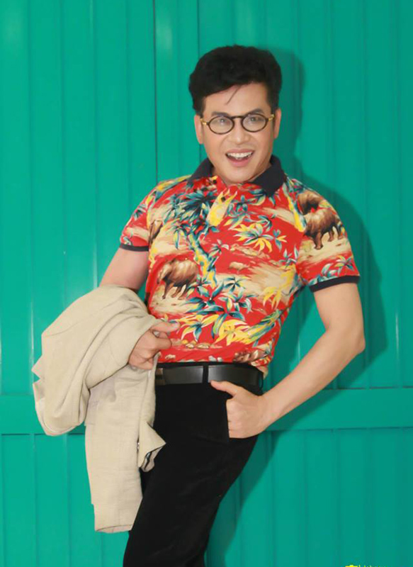 Hot: Xôn xao clip MC Thanh Bạch mặc đồ xuyên thấu diêm dúa, nhảy nhót tại sân bay - Hình 11