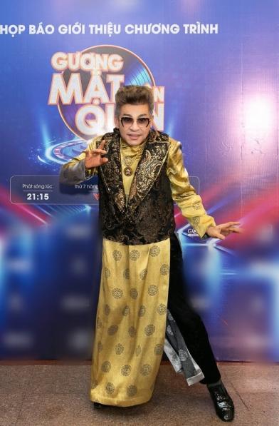 Hot: Xôn xao clip MC Thanh Bạch mặc đồ xuyên thấu diêm dúa, nhảy nhót tại sân bay - Hình 10