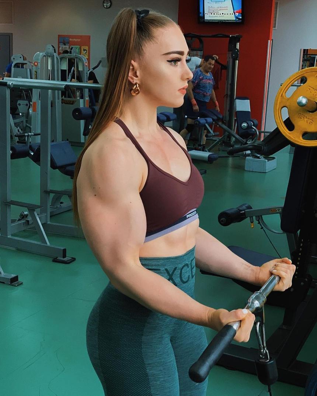 5 cô gái cơ bắp từng bị miệt thị ngoại hình - Hình 9
