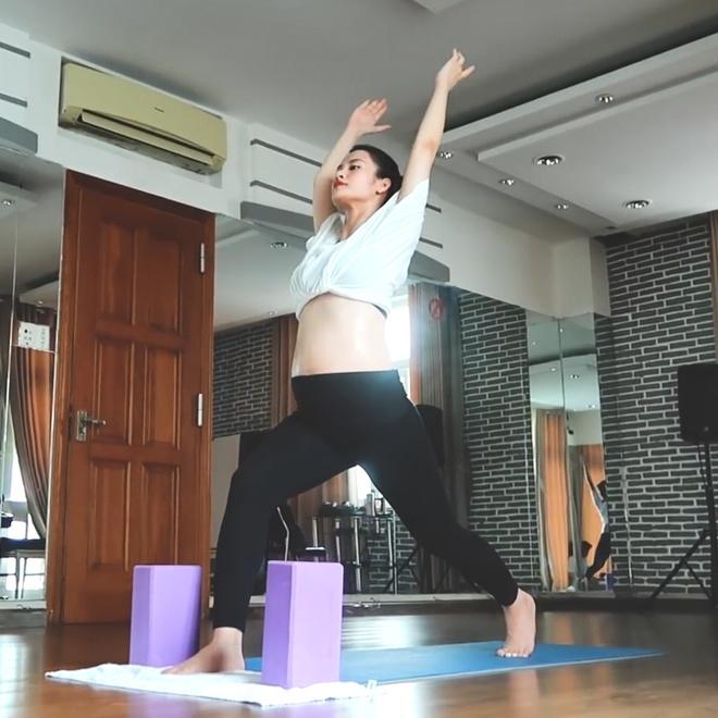 Đông Nhi: Tôi mang bầu vẫn tập yoga dẻo lắm - Hình 5