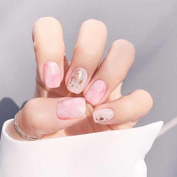 12 mẫu nail xinh hết nấc cho các cô gái quẩy 20/10, không làm thì phí lắm đây này - Hình 8