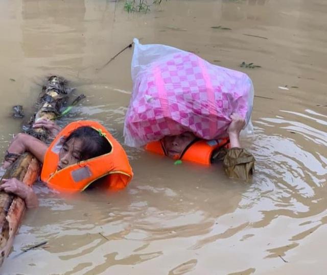 Lũ lụt lịch sử tại miền Trung: Cảnh báo những dịch bệnh đi cùng dòng nước - Hình 2