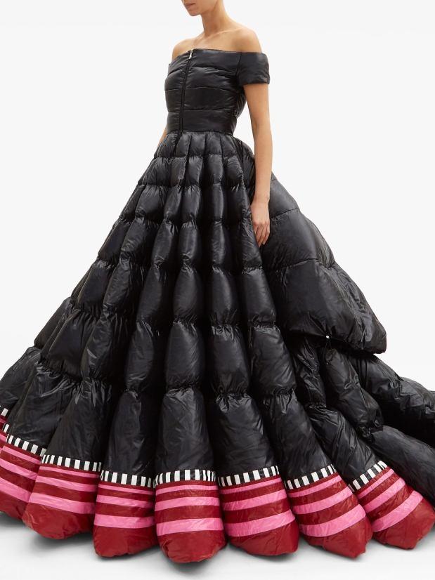 Váy dạ hội hơn 500 triệu đồng như... túi ngủ - Hình 1