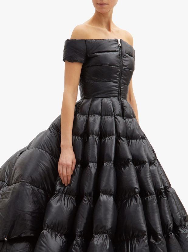 Váy dạ hội hơn 500 triệu đồng như... túi ngủ - Hình 2