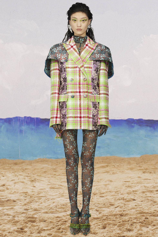 5 nhà thiết kế trẻ khẳng định mình trong các tuần lễ thời trang năm nay - Hình 10