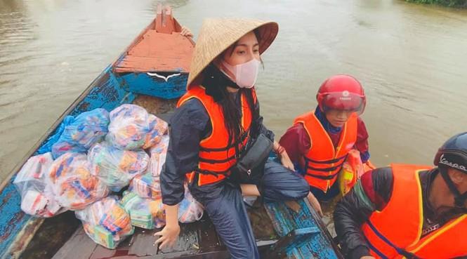 Đàm Vĩnh Hưng tức giận chửi antifan vì soi mói Thủy Tiên, Hoài Linh... làm từ thiện miền Trung - Hình 3
