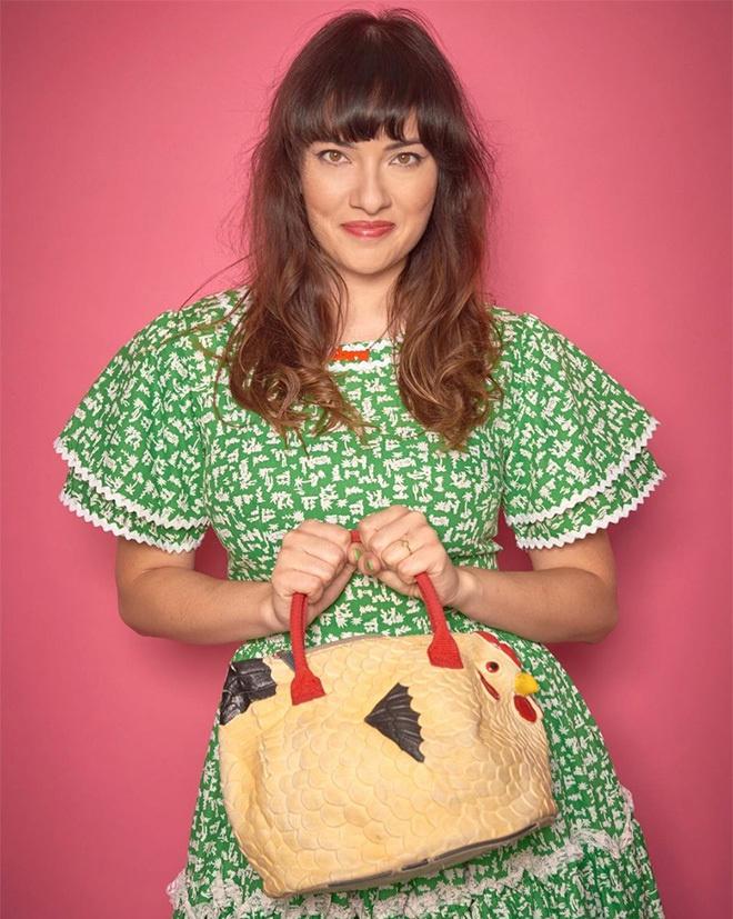 Giới trẻ thế giới rộ mốt mua túi xách hình con gà - Hình 4