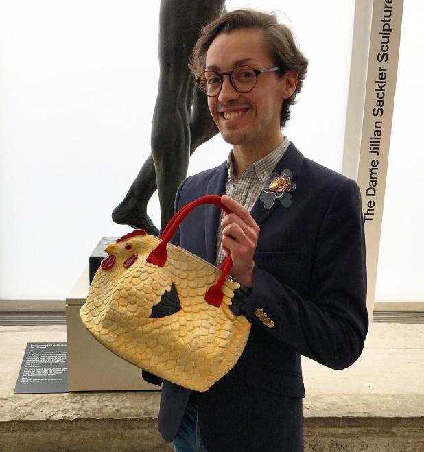 Giới trẻ thế giới rộ mốt mua túi xách hình con gà - Hình 3