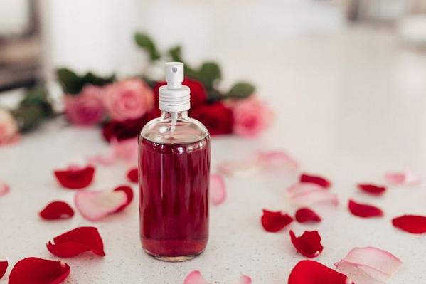 Nước hoa hồng là gì? Cách làm nước hoa hồng cực đơn giản ngay tại nhà - Hình 1