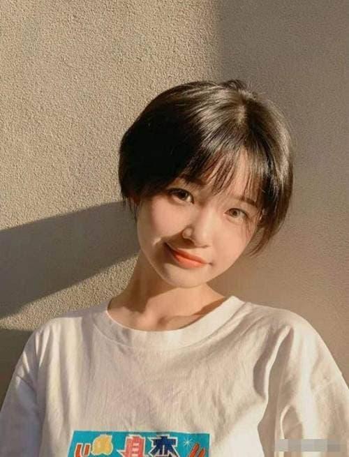 30 kiểu tóc ngắn tóc mái Thêm vẻ đáng yêu cho cô gái có đôi má phúng phính! - Hình 8