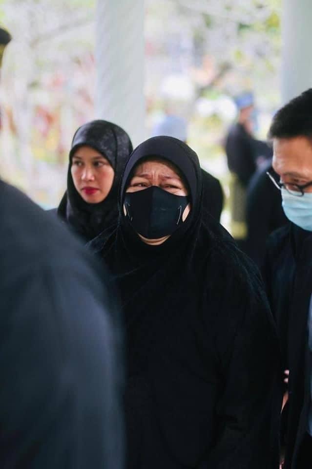 Tang lễ đẫm nước mắt của Hoàng tử Brunei trẻ tuổi: Người mẹ khóc ngất bên linh cữu con trai khiến ai cũng xót xa - Hình 6