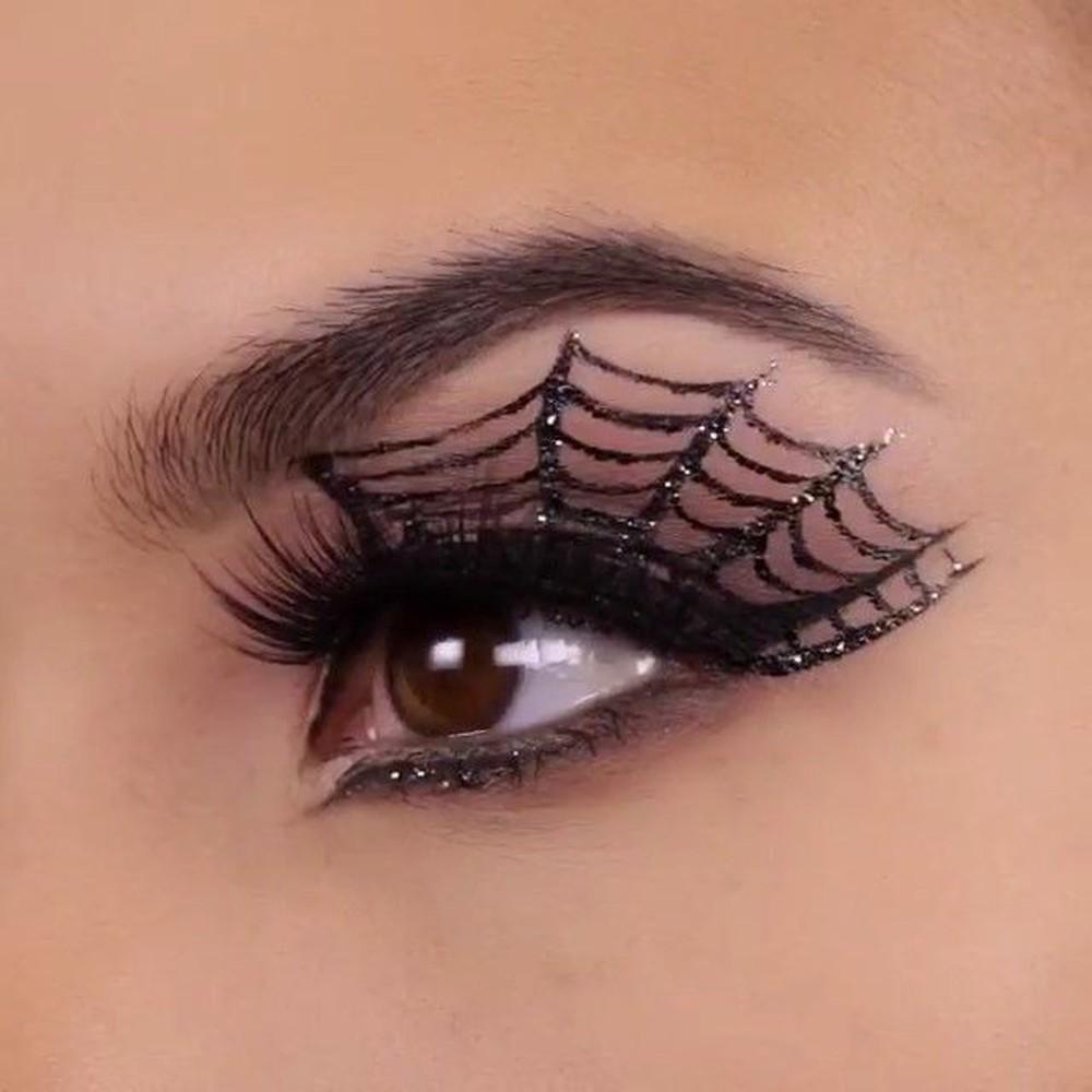 Gợi ý cách trang điểm Halloween ma mị, đầy quyến rũ - Hình 7