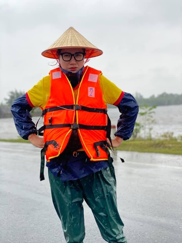 Trang Trần tìm ra tài xế ăn chặn 2 tấn hàng cứu trợ, cảnh cáo thẳng mặt: 5 năm không nhẹ, vào trong các anh dạy mày cách sống - Hình 8