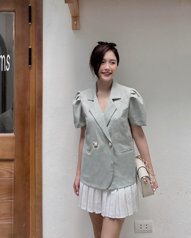 Nhìn Hà Tăng diện blazer cộc tay, hội chị em chỉ muốn copy ngay set đồ này để mặc đi làm - Hình 11