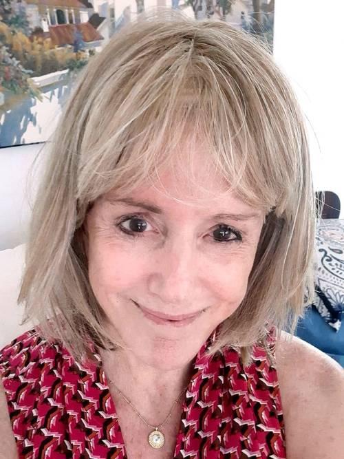 Người phụ nữ U70 chăm da từ năm 12 tuổi, đến nay da vẫn mịn đẹp nhờ 6 sản phẩm chống lão hóa đỉnh cao - Hình 1