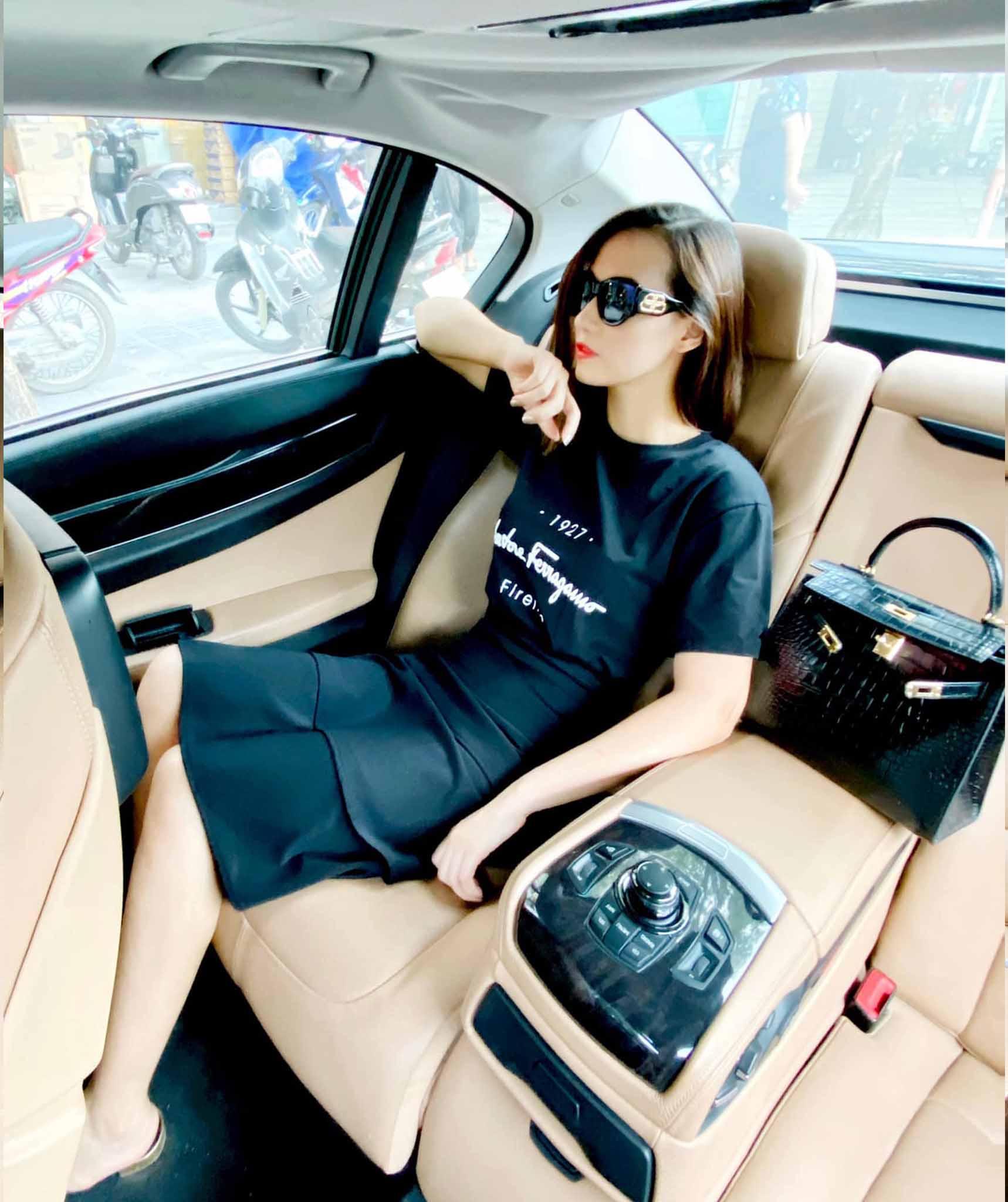 Lã Thanh Huyền khoe ảnh chụp trong xe sang, tiện show luôn chiếc túi hiệu tiền tỷ - Hình 2