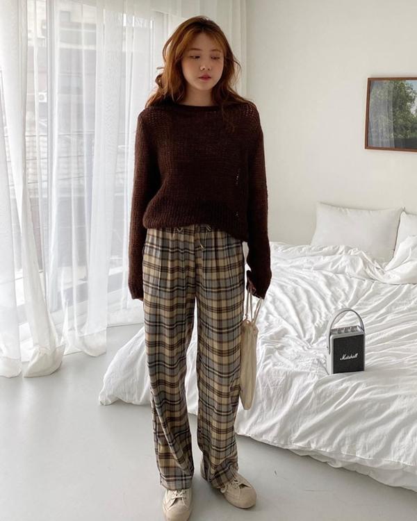 4 tông màu mùa thu không thể thiếu trong tủ đồ của các cô nàng sành mặc - Hình 1