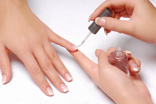 Bí quyết giữ sơn móng tay bền màu, không trầy xước - Hình 4