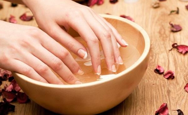 Bí quyết giữ sơn móng tay bền màu, không trầy xước - Hình 1
